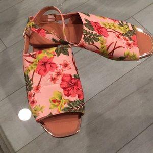 QUPID Sandals Size 10 pink tropical print